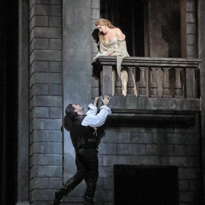 Diana Damrau as Juliette and Vittorio Grigolo as Roméo in Gounod's Roméo et Juliette. Photo by Ken Howard/Metropolitan Opera.